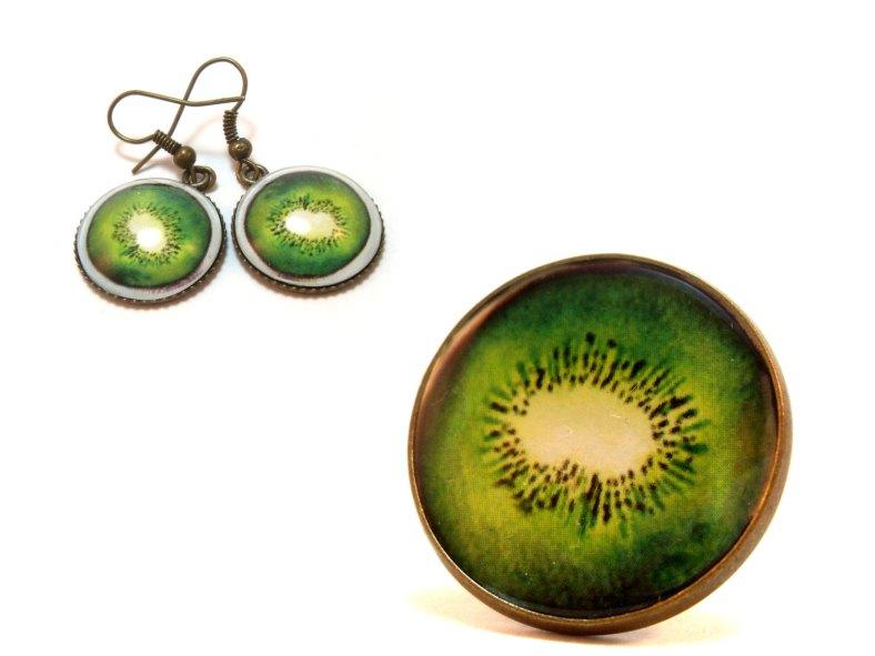 """Conjunto de colgante y pendientes con ilustración original """"kiwi"""" de Artusual"""