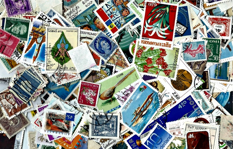 100 Postage Stamps - Scrapbooking, collage, altered art de BlueGrizzlePapers